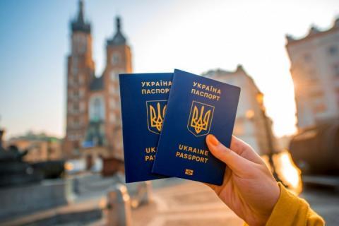 Український паспорт опустився у рейтингу «безвізовості»