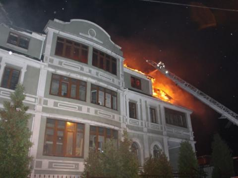 У Києві на Святошині горіла будівля, через яку міг стріляти Коханівський