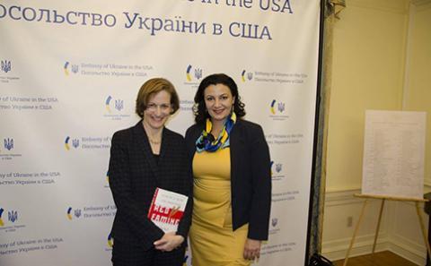 """У Вашингтоні вшанували авторку книги """"Червоний голод: війна Сталіна проти України"""""""