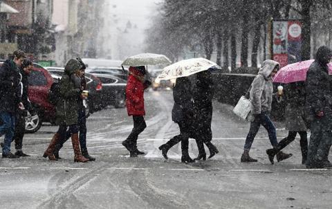 Погода на сьогодні: в Україні сніг з дощем, температура до +10