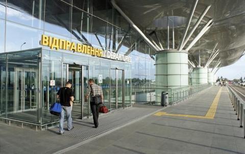 """В аеропорту """"Бориспіль"""" літак зіткнувся з вантажним автомобілем"""