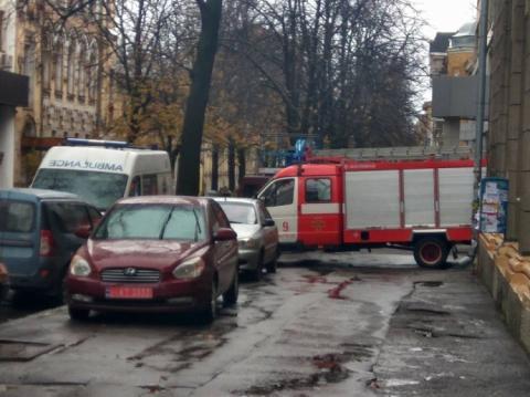 З'явилися фото обшуку у сина Авакова: купа поліції, перекрита дорога
