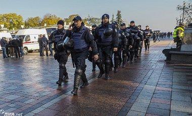 ВР взялася за закони про вибори, в центр Києва стягнули силовиків