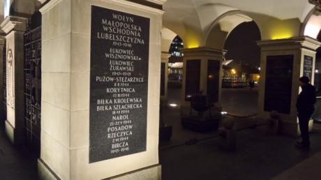 На могилі Невідомого солдата в Польщі встановили таблички на честь тих, хто воював з УПА