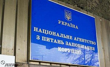 Один з прокурорів Закарпаття не вказав в декларації 866 тис грн