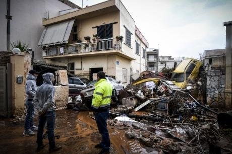 Число загиблих в результаті повені на околицях Афін зросло до 14 осіб