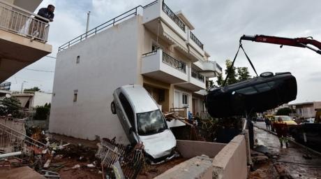Кількість загиблих через повінь на околицях Афін зросла до 16