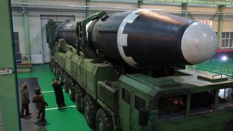 """КНДР оприлюднила відео запуску нової ракети """"Хвасон-15"""""""