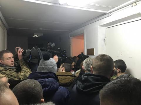 """Частина ЗМІ не змогла увійти до зали суду через """"підтримку"""" сина Авакова"""
