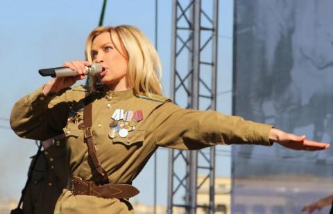 10 українських співачок, які в погоні за російським рублем забули про своє коріння