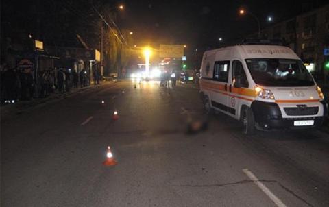 У Чернівцях чоловік збив насмерть дівчину на пішохідному переході й утік