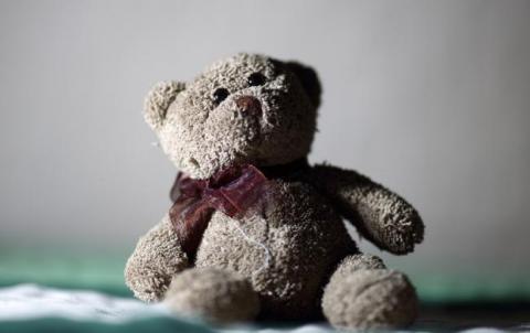 """""""Йшла зі школи по колії..."""": на Прикарпатті чоловік жорстоко зґвалтував 9-річну дівчинку"""