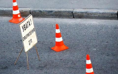 У Харкові водій в'їхав у припарковані автомобілі, є постраждалі