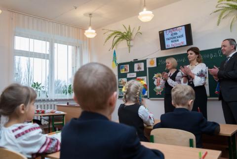 Рідна мова має важливу роль у національній безпеці України – Марина Порошенко із нагоди Дня української писемності та мови відвідала «Острозьку академію»