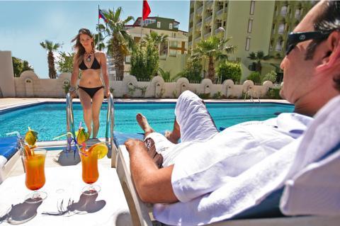 Турецькі торговці просять готелі частіше відправляти туристів на вулицю