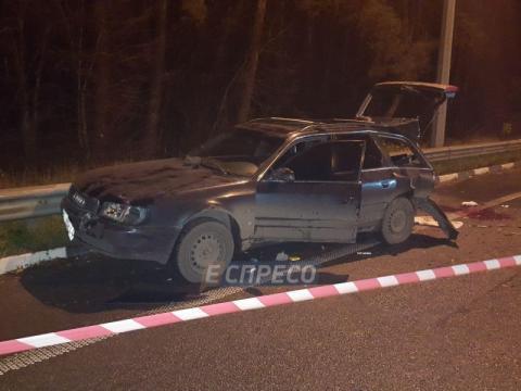 Затисло між машинами: вісім людей постраждали в жахливому ДТП у Києві