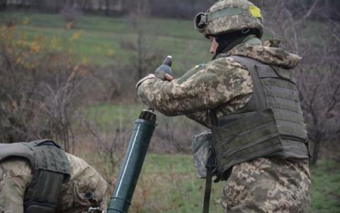 За минулу добу в АТО зафіксовано 18 обстрілів, поранено 1 військового