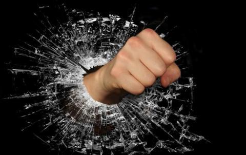 """""""Схоже на діагноз суспільству"""": у Херсонській області школярки влаштували жорстоку бійку"""