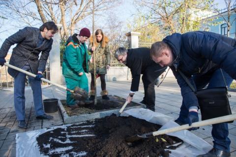Працівники АПУ взяли участь у толоці на місці майбутнього Меморіалу Героїв Небесної Сотні – Музею Революції гідності