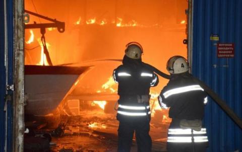 У Києві сталася пожежа в триповерховому будинку