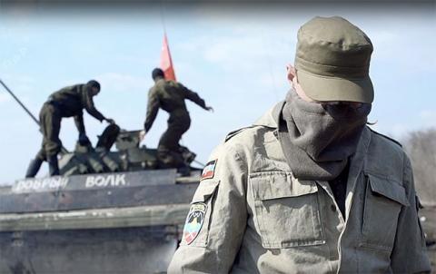 В Луганськ входить колона військової техніки