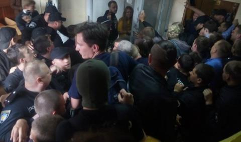 На Харківщині невідомі особи ображали суддів і чинили безлад