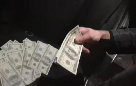 У Чернігівській області СБУ припинила збут фальшивої валюти за участю депутата