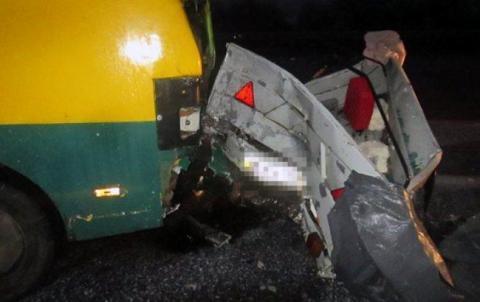 У Харківській області автобус зіштовхнувся з автівкою, є постраждалий