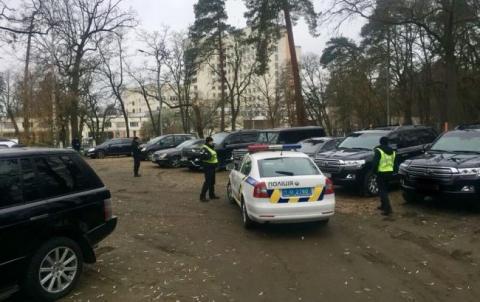"""У Києві поліція зірвала """"сходку"""" кримінальних авторитетів, затримано 66 осіб"""