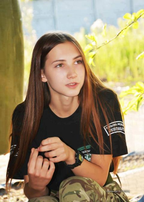 В мережі захопилися юною дівчиною, яка працює медиком в зоні АТО (фото)