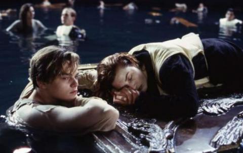 """Кемерон розповів, чому вирішив вбити Ді Капріо в """"Титаніку"""""""