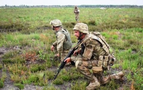 У Київській області офіцер у військовій частині наніс травму строковику