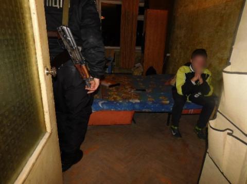 """""""Втомився дивитися, як жінка п'є"""": у Києві підліток вдарив ножем мати"""