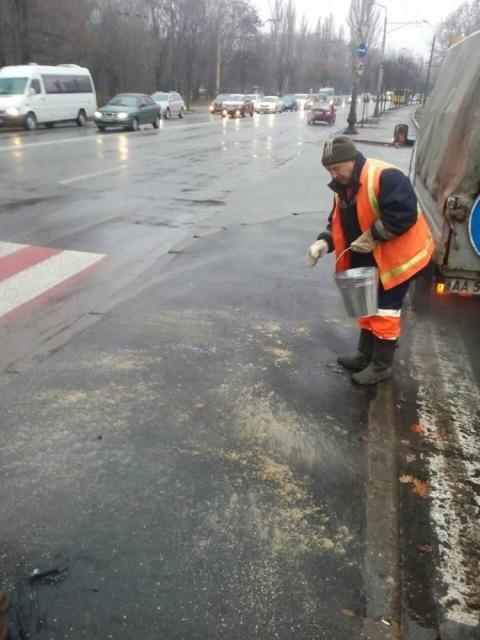 У Києві через ожеледицю автобуси і тролейбуси курсують з відхиленням