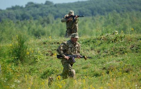 В зоні АТО за добу загинув один український військовий, ще двоє поранені