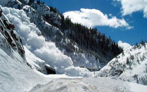Гідрометцентр попереджає про небезпеку сходження лавин у Карпатах
