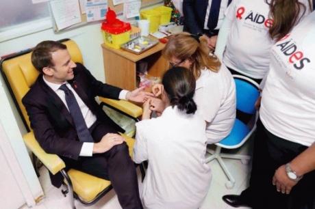 Макрон здав кров на ВІЛ