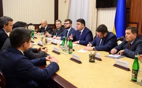 Гройсман: Увересні 2018 року «Укрзалізниця» отримає 30 нових локомотивів