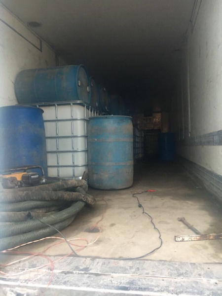 В Одеській області правоохоронці виявили підпільні склади з контрафактним алкоголем