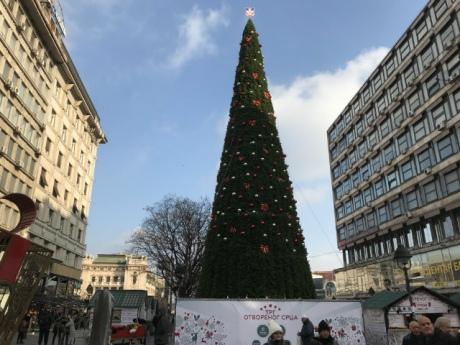 У Белграді скандал через пластикову новорічну ялинку за 83 тисячі євро