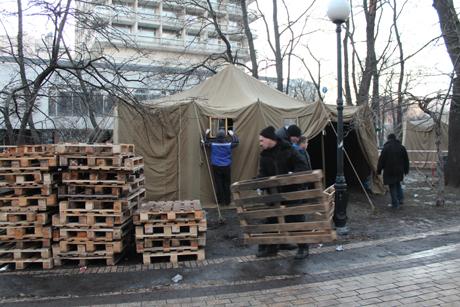 """Хроніка 22 грудня. Янукович лякає """"антимайданом"""", а ПриватБанк коштує 1 гривню"""