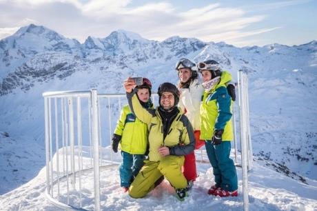 """У Швейцарії на висоті 3 тисяч метрів відкрили перший """"селфі-пункт"""" для лижників"""