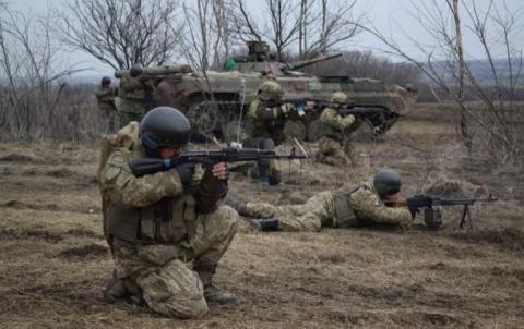 На Донбасі за добу постраждав один український військовослужбовець, - штаб АТО