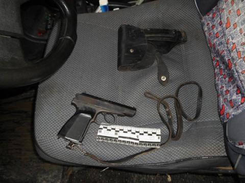 В Одеській області розлючений батько прийшов до кривдника сина з пістолетом