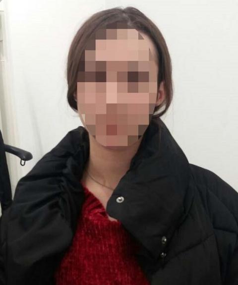 """У Києві дівчина викрадала одяг з магазинів, щоб повернути """"картковий борг"""""""