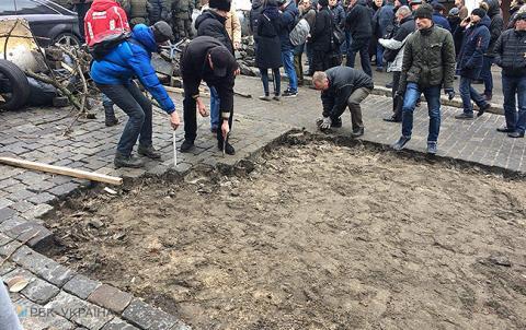 Затримання Саакашвілі: активісти будують барикаду