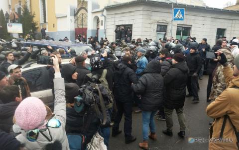 Затримання Саакашвілі: біля будинку політика почалися сутички