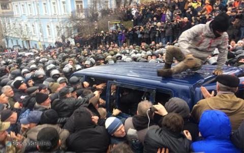У ході звільнення Саакашвілі поліція затримала 9 активістів