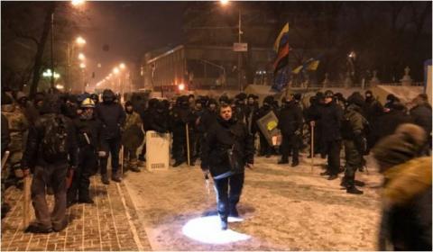 У Києві - спроба штурму наметового містечка Саакашвілі