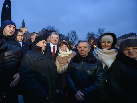 Президент на Львівщині ознайомився із першим в Україні електробусом «Електрон»